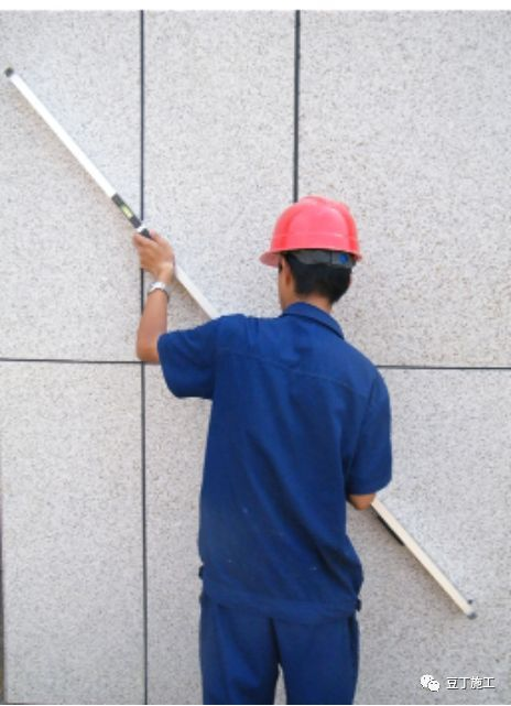 都知道靠尺(检测尺)在施工过程中很常用,但很多人不知道正确使_7