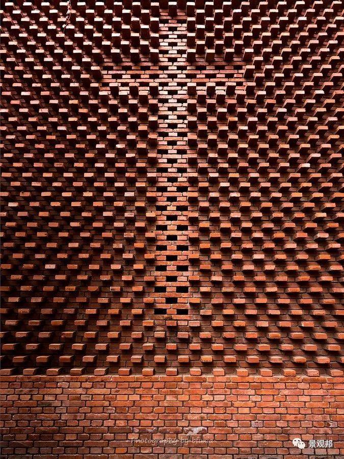 土掉渣的红砖耍起个性来,其他材料都得靠边站_20