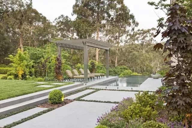 赶紧收藏!21个最美现代风格庭院设计案例_126