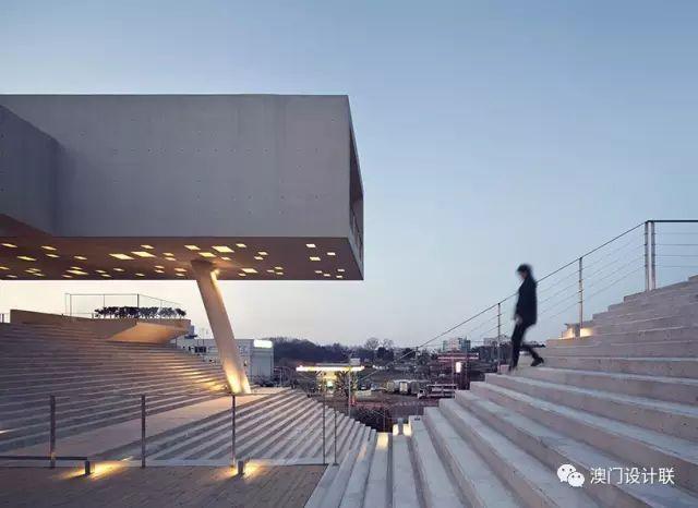 打破陈规的新式建筑,于城市中开放的观景台_4