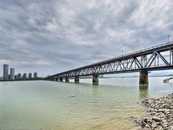 32+48+32m预应力混凝土连续梁桥