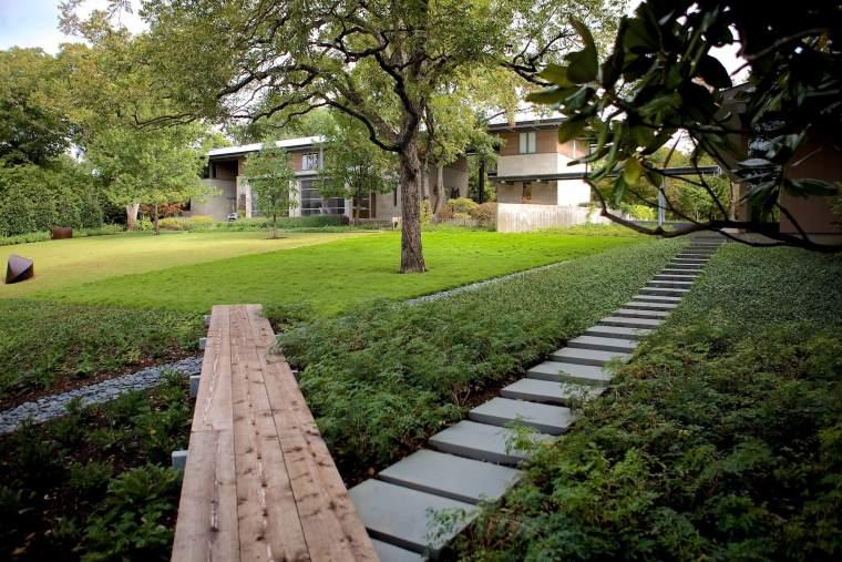湖边的住宅景观