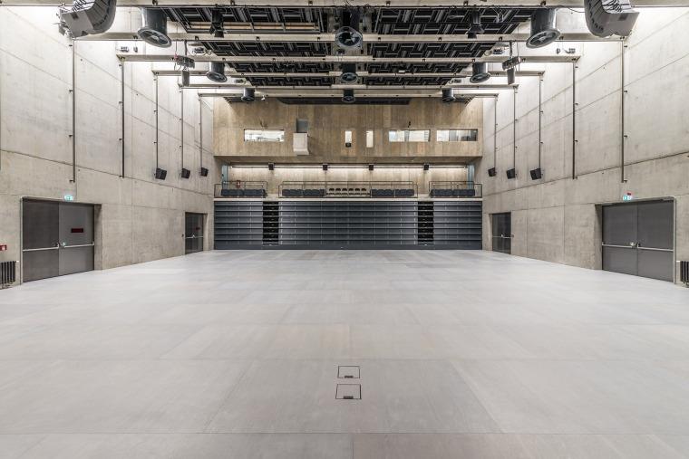 027-centre-for-contemporary-art-dox-by-petr-hajek-architekti