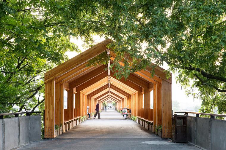 引导——独特的自然石门廊桥景观