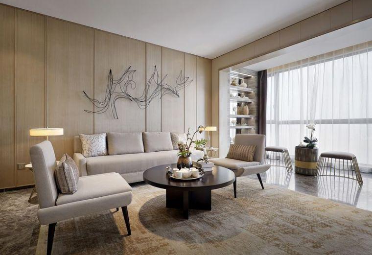 精致的现代风140平雅然轻奢三居设计-精致的现代风 140平雅然轻奢三居设计-客厅里,温和的木质背景墙上装点第1张图片