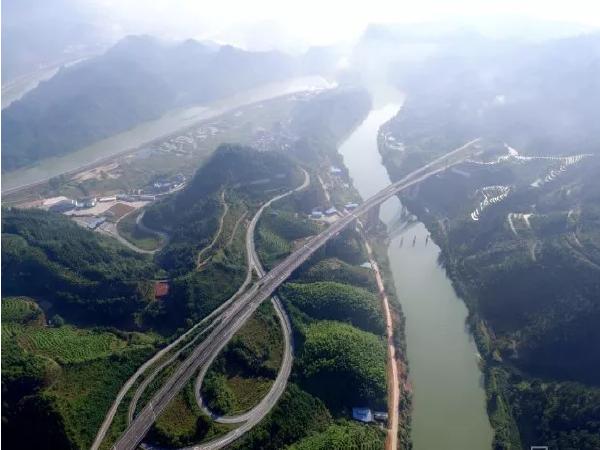 中国中铁、铁建、交建、中国中冶签约贵州交通基建巨额大单