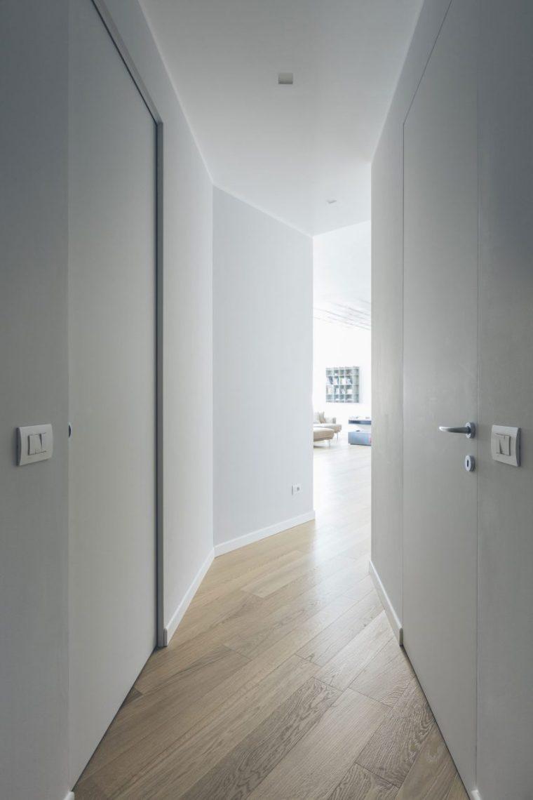 米兰:简洁淡雅的现代公寓_12