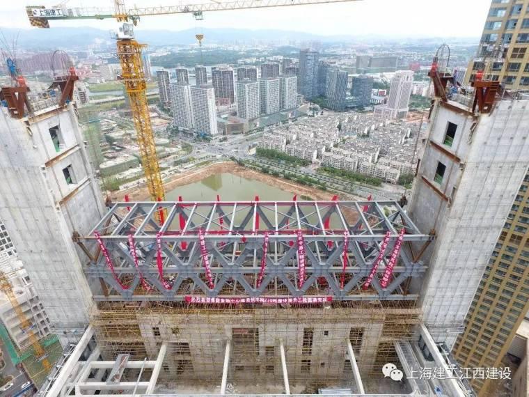 南昌首例大跨度钢结构连廊高空整体提升圆满完成