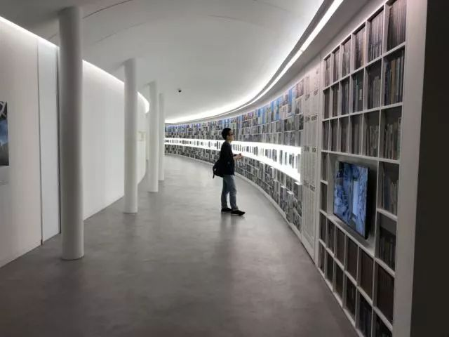 从半路出家到建筑大师,安藤忠雄设计的书店让你不想回家_16