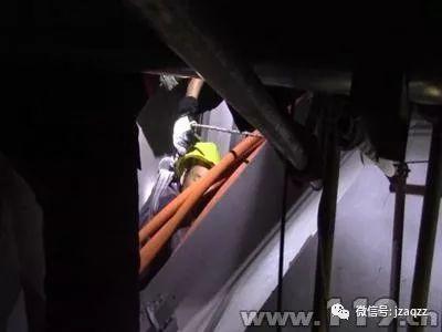 预留洞口安全防护,10月6日扬州一工人不慎从预留通风管道口滑落