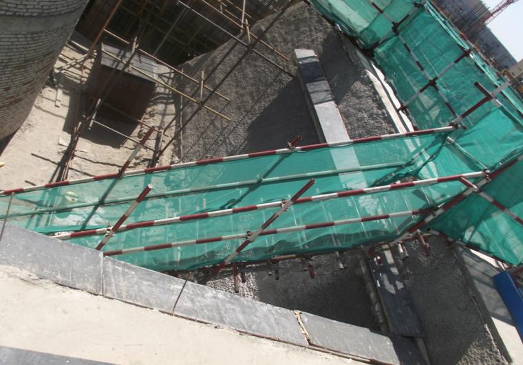 [河北]建筑集团土建工程施工安全质量标准化图集(123页,图文并茂)-基坑坡道实例图