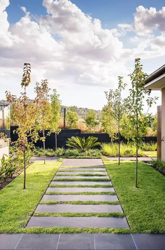赶紧收藏!21个最美现代风格庭院设计案例_56