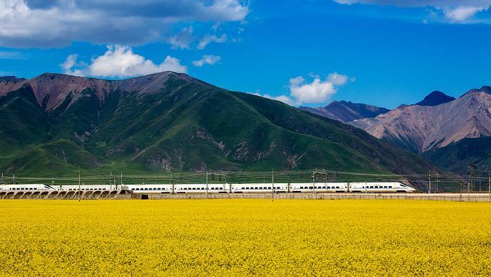 """你可能不知道,铁路也有""""春游""""季_1"""
