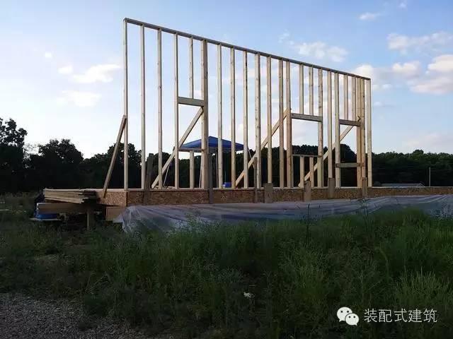 美国农村建房全程实拍——装配式木结构施工,速度快、性能好!_13
