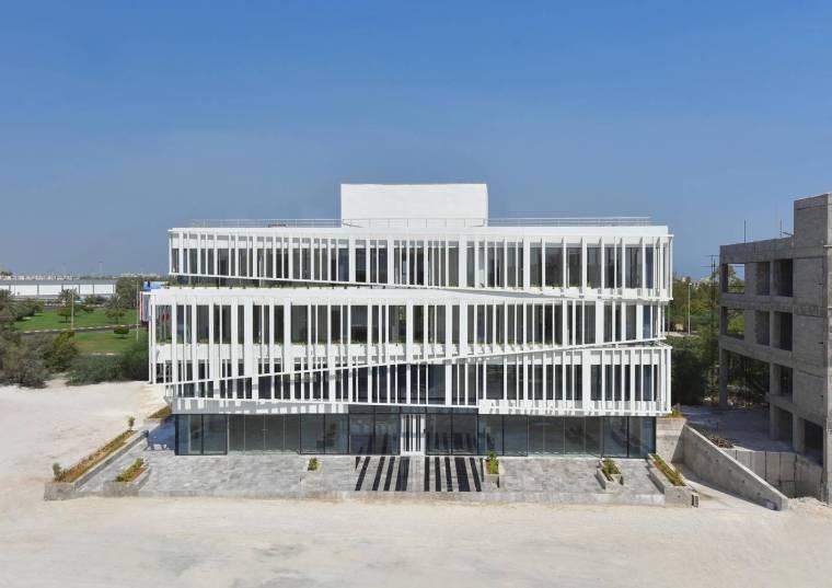 伊朗条形码形的综合体建筑