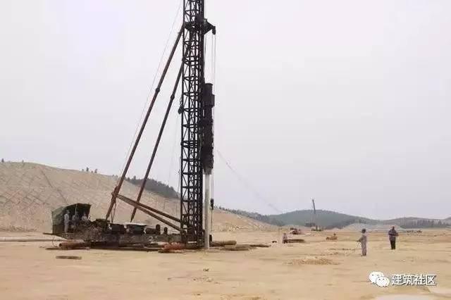建筑施工打桩时遇到溶洞该如何处理?