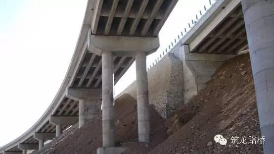 桥梁桩基施工现场图资料下载-桥梁盖梁施工现场照片,没做过的赶紧看看!