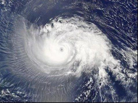 """超强台风""""山竹""""可检验抗风铝合金门窗好不好,看了还真吓一跳!"""