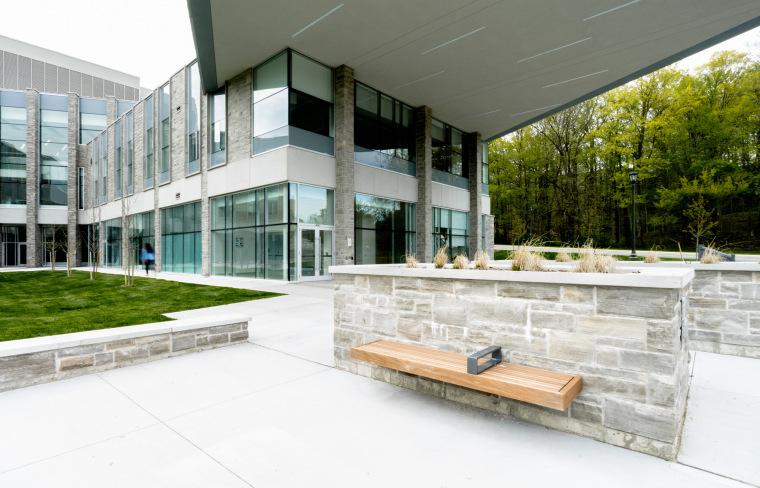 西安大略大学护理学院与信息媒体研究院教学楼-4