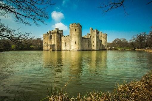 bodiam-castle-809851__340.jpg