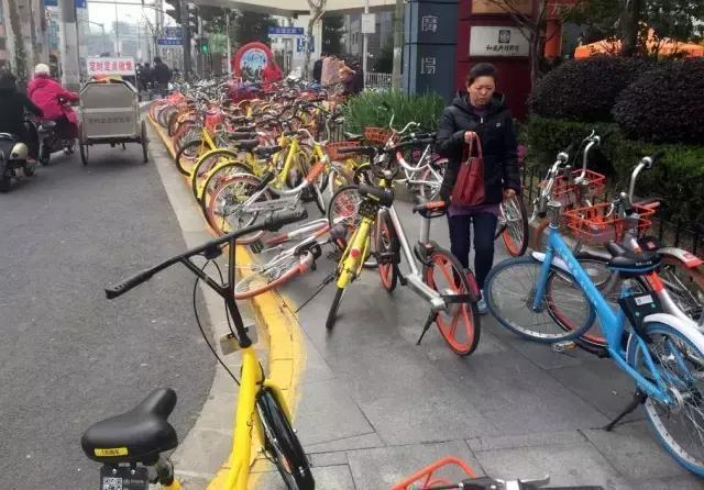 """解决""""共享单车""""停放问题,哪种设计最得人心?"""