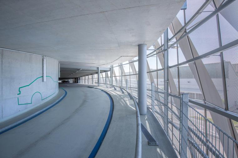 斯图加特机场公交枢纽及停车场建筑-11