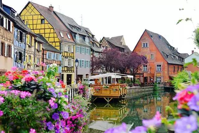 落入凡间的美丽小镇,在鲜花丛中细品时光静好