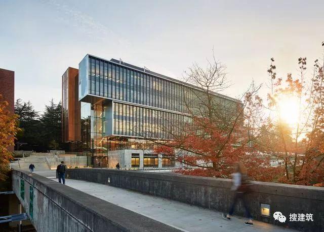 """""""新一代""""绿色节能的科研+办公建筑"""