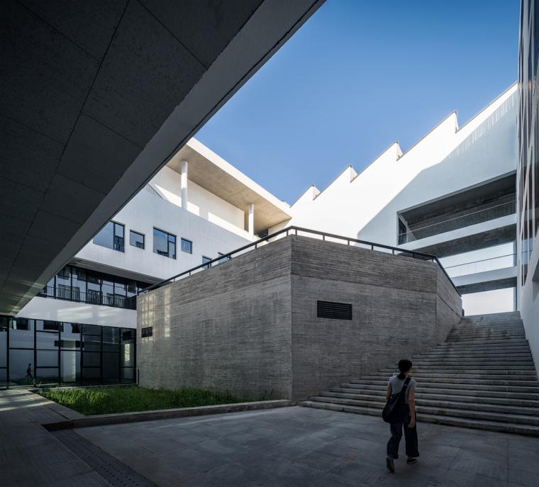 安徽大学艺术与传媒学院美术楼-7