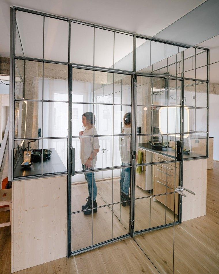马德里:镜面,玻璃,重塑小空间的光彩_6
