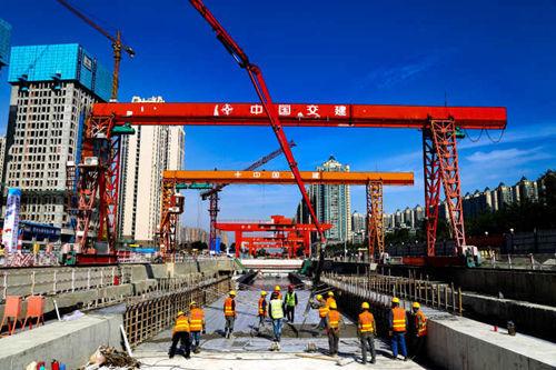 成都轨道交通17号线一期首座地下车站主体结构封顶
