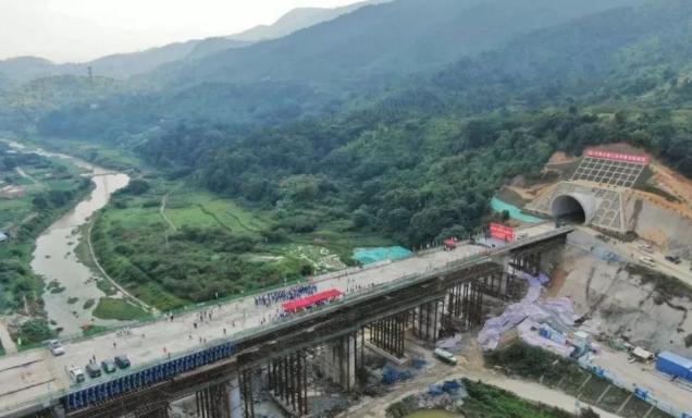 广东省最长高铁隧道贯通