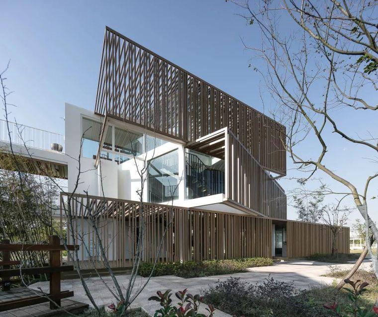 建筑 集装箱衍生出的空间折叠