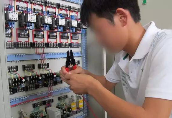 老电工现场安装调试电气线路方法总结_2