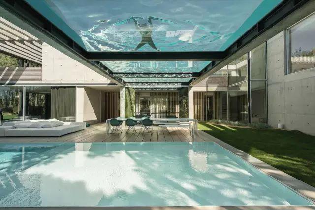 把屋顶设计成空中泳池,只有鬼才,才敢如此设计!_5