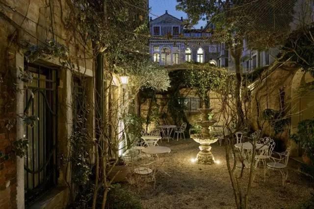 行走于艺术之中的CASA FLORA酒店