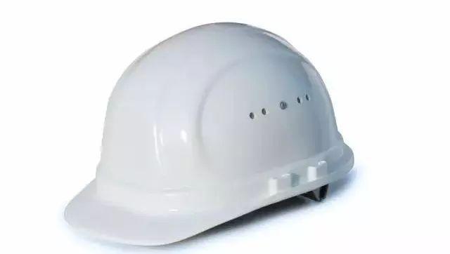 在工地上你应该戴什么颜色的安全帽?