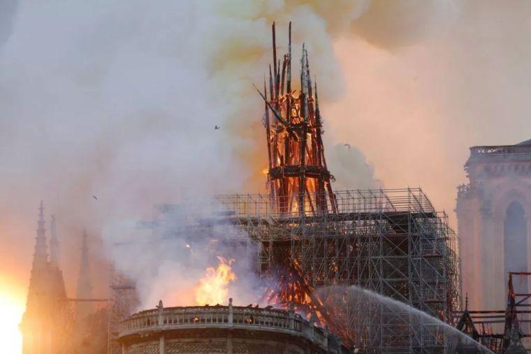 巴黎圣母院即将重建?建筑师和热心网友的概念方案亮了