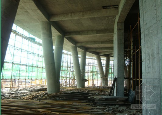 V型支撑设计资料下载-[QC成果]酒店工程提高V型圆柱施工质量(ppt)