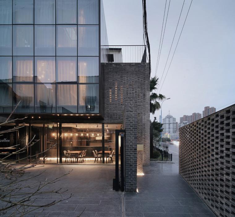 上海原招待所改造的新中式渝舍印象酒店外部实景图 (2)