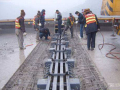 桥梁伸缩缝与两侧路面衔接不平顺怎么处理?