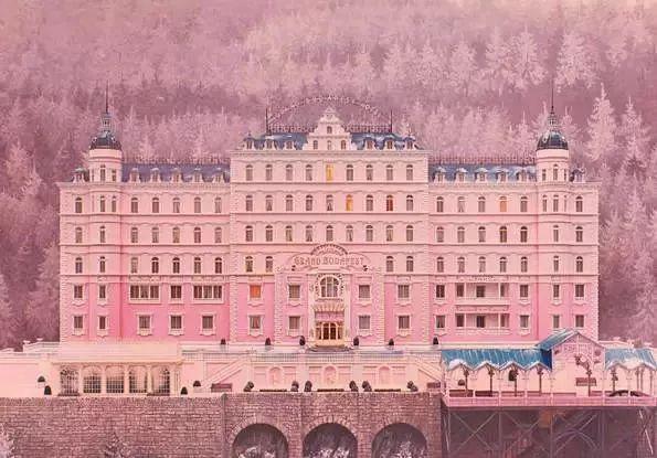 ICADE总理府新办资料下载-粉红色的建筑设计,不止有布达佩斯大饭店
