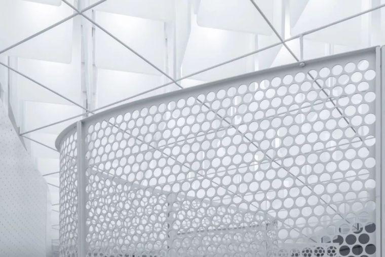 红白之间的未来感|超级猩猩健身房上海来福士店_13