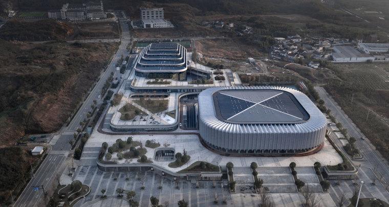 临安半透明轻盈的体育文化会展中心外部实景图 (1)