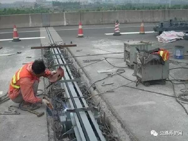 桥梁伸缩缝的施工方法及病害防治措施!