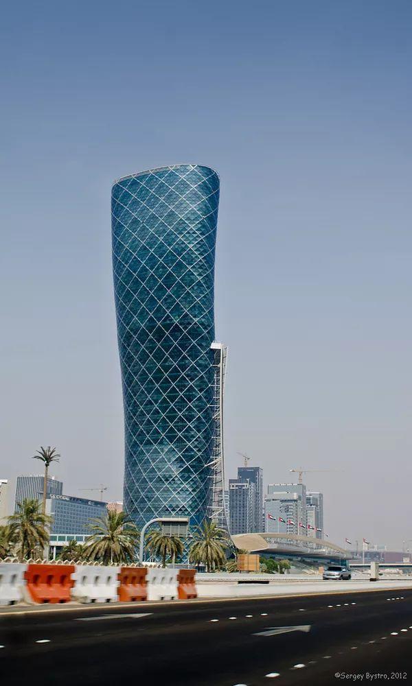 首都门厅――世界上倾斜度最大的塔楼_5