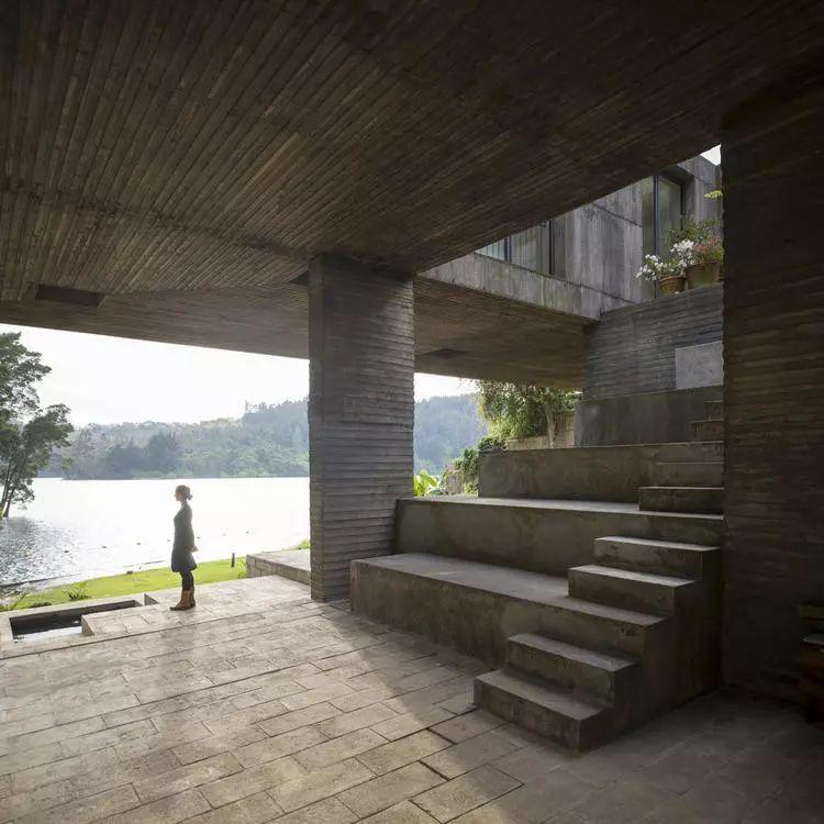 这个智利建筑事务所设计房子,几乎像是一场方形、圆形或其他元素_31