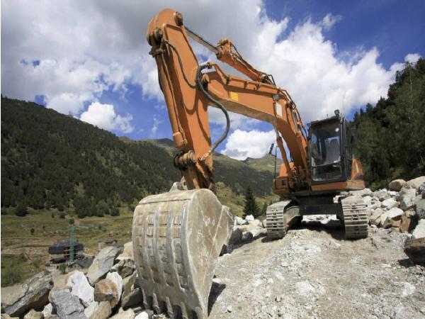 施工区域地面施工/地下设施损害