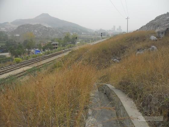 [江西]铁路扩能改造工程车站路基开挖控制爆破专项施工方案