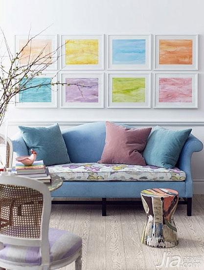 客厅背景墙也爱耍大牌你家客厅hold住吗?-色彩本身就是一种装饰,代表着一种心情和态度。这样的背景墙简约又不失时尚,如果你害怕选择不同风格的装饰画风格不统一的话,那么这样的素色挂画是保险的选择哦。